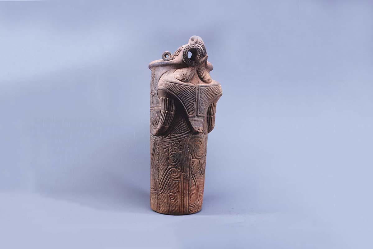 【土器】富士見町・藤内遺跡出土の神像筒形土器(井戸尻考古館)
